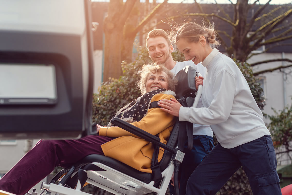 How to Take the Hassle Out of Travel with Seniors